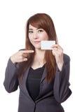 Asiatischer Geschäftsfraupunkt an einer leeren Karte Lizenzfreie Stockbilder