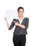 Asiatischer Geschäftsfraupunkt zu einem leeren Zeichen auf ihrem s Stockbilder