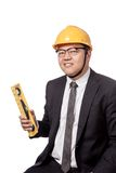 Asiatischer Geschäftsmann, der ein Geistniveau und -lächeln hält Lizenzfreies Stockbild