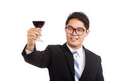 Asiatischer Geschäftsmannbeifall mit Glas Rotwein Stockbilder