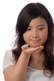 Asiatischer Jugendlicher im Weiß Lizenzfreie Stockbilder