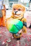 Asiatischer Junge in chinesischem Affe Kostüm Stockbild