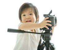 Asiatischer Junge des Babys mit cameera stockbild