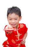 Asiatischer Junge mit dem chinesischen Trachtenkleid, das ANG-Kriegsgefangen gibt Stockbild
