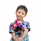 Asiatischer Junge mit einem Blumenstrauß von Blumen Lizenzfreies Stockfoto