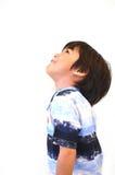 Asiatischer kleiner Junge schauen oben stockbild
