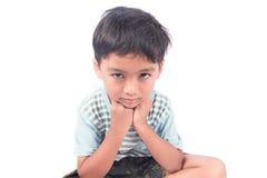 asiatischer kleiner Junge traurig und schwermütig lizenzfreie stockbilder