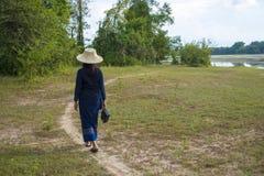Asiatischer ländlicher Lebensstil mit Transistorradio stockfotos