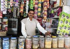 Asiatischer Ladenbesitzer Stockfotografie