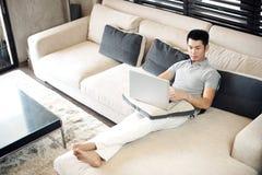 Asiatischer Mann-Lebensstil Stockfoto
