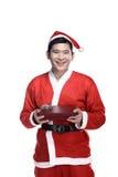 Asiatischer Mann in Weihnachtsmann-Kostüm, das Geschenkbox hält Stockfotografie