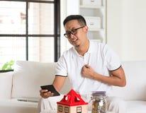 Asiatischer Manndruck auf hohem Eigentum Stockbilder