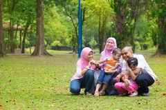 Asiatischer moslemischer Familienlebensstil Lizenzfreies Stockfoto
