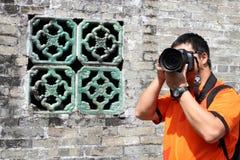 Asiatischer Reisephotograph stockfoto