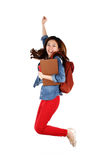 Asiatischer Student, der mit Freude springt Stockbilder
