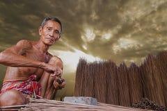 Asiatisches altes offenes Porträt des älteren Mannes Stockfoto