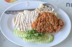 Asiatisches Arthuhn auf Reis Lizenzfreie Stockfotos