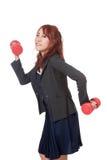 Asiatisches Büromädchen tun lustiges Haltungsgewichtheben Lizenzfreies Stockfoto