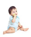 Asiatisches Baby auf einem weißen Hintergrund Lizenzfreies Stockfoto