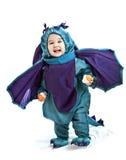 Asiatisches Baby in einem Abendkleid des Drachen Stockfotos