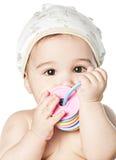 Asiatisches Baby in einer gelben Schutzkappe stockbild