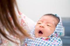 Asiatisches Baby mit Pulver auf Gesicht Lizenzfreie Stockbilder