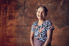 Asiatisches birmanisches Frauenporträt stockfoto