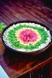 Asiatisches Blumen-Trockenblumengesteck in einem Becken Lizenzfreie Stockbilder