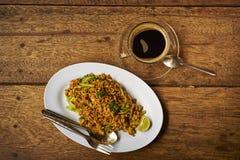 Asiatisches Frühstück, Nudeln und Kaffee Lizenzfreie Stockbilder