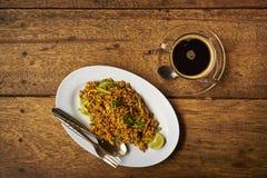 Asiatisches Frühstück, Nudeln und Kaffee Lizenzfreies Stockbild