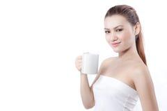 Asiatisches Frauenlächeln bevor dem Trinken Stockfotos