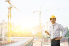 Asiatisches indisches männliches Standortauftragnehmer-Ingenieurporträt Lizenzfreies Stockfoto