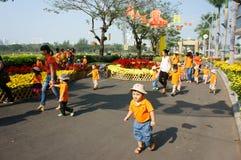 Asiatisches Kind, Tätigkeit im Freien, vietnamesische Vorschulkinder Stockbild