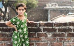 Asiatisches Kinderaktive Haltung lizenzfreies stockbild