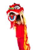 Asiatisches kleines Mädchen auf Chinesisch Lion Custome Dance During Chinese N Stockfoto