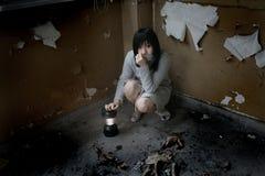 Asiatisches Mädchen alleine Stockbild