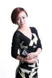 Asiatisches Mädchen, das einen Geldbeutel hält Lizenzfreies Stockbild