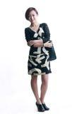 Asiatisches Mädchen, das schwarze Ledertasche trägt Stockbild