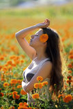 Asiatisches Mädchen in der Blume Lizenzfreie Stockfotografie