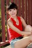 Asiatisches Mädchen draußen. Stockbilder