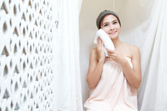 Asiatisches Mädchen im Badekurort Lizenzfreies Stockfoto
