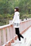 Asiatisches Mädchen im Herbst Lizenzfreies Stockfoto