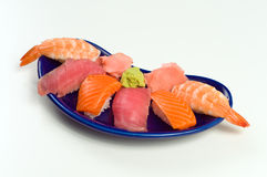 Asiatisches rohe Fisch-Sushi-Abendessen mit Garnele-Thunfisch-Lachsen Lizenzfreie Stockfotografie