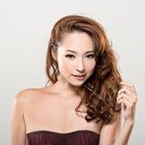 Asiatisches Schönheitsgesicht und -haar Stockfotos