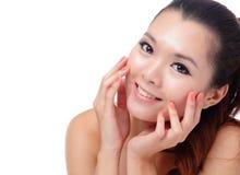 Asiatisches Schönheitshautsorgfalt-Frauenlächeln Lizenzfreie Stockfotografie