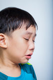 Asiatisches (thailändisches) Schreien des Jungen der Nahaufnahme Lizenzfreie Stockfotos