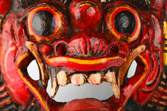 Asiatisches traditionelles hölzernes Rot gemalte Dämonmaske Lizenzfreie Stockbilder