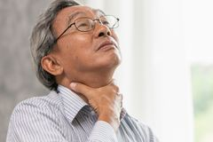 massage ont i halsen