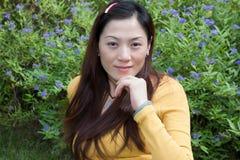 asiatisk östlig ståendekvinna Arkivbilder