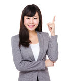 Asiatisk affärskvinna med fingerpunkt upp Royaltyfri Bild